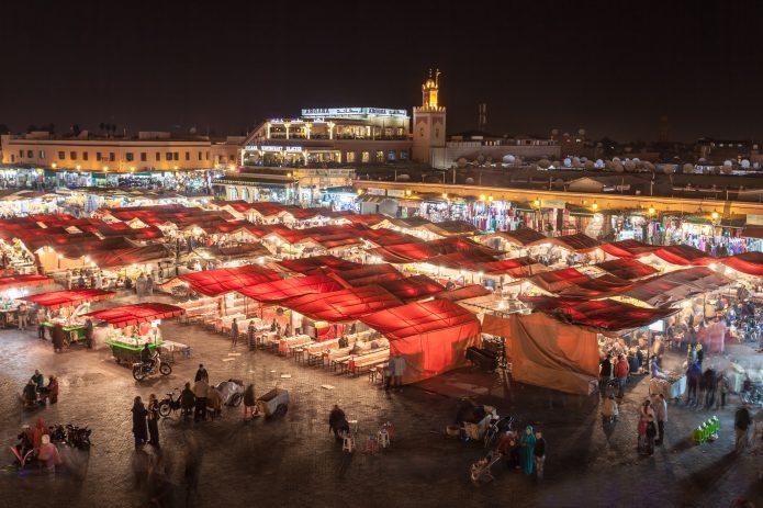 Punaisen kaupungin legendaarinen nähtä- vyys on Sadunkertojien tori Jemaa el Fna ja sitä ympäröivä basaarialue.
