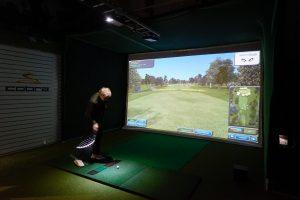TAGIssa on golfareiden käytössä moderni golfsimulaattori.